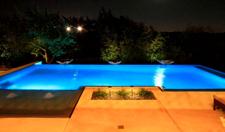 Greecian pools bakersfield ca negative infinity edge for Pool edges design
